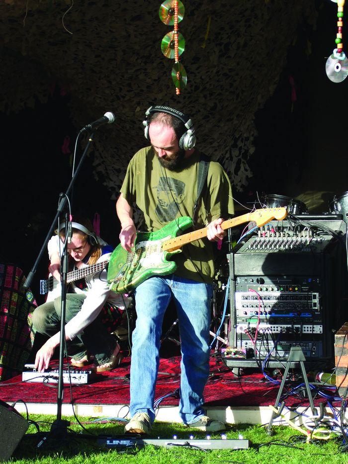 Hedphonic guitar